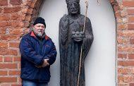 Pastatyta šv.Mikalojaus skulptūra